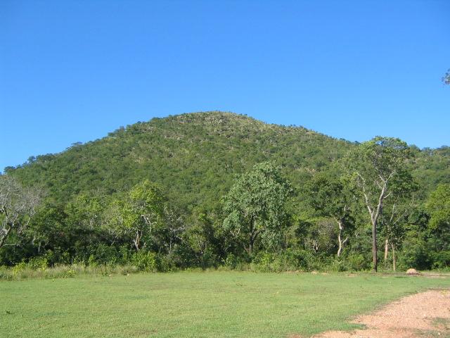 Trilha do Morro de Santo Antônio é liberada após extinção de incêndio